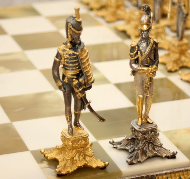 STUNNING WATERLOO NAPOLEONIC CHESS SET WITH BOARD - 10
