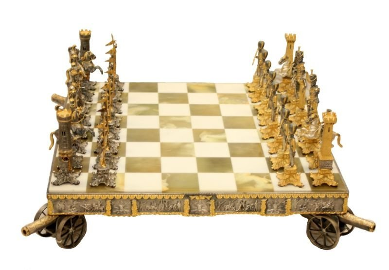 STUNNING WATERLOO NAPOLEONIC CHESS SET WITH BOARD