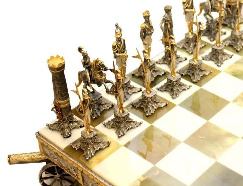 STUNNING WATERLOO NAPOLEONIC CHESS SET WITH BOARD - 2