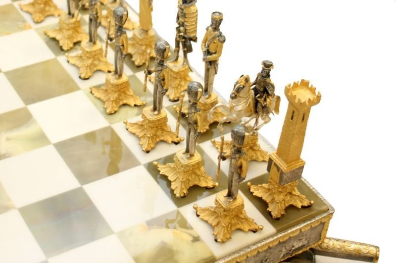 STUNNING WATERLOO NAPOLEONIC CHESS SET WITH BOARD - 3