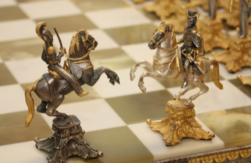 STUNNING WATERLOO NAPOLEONIC CHESS SET WITH BOARD - 9