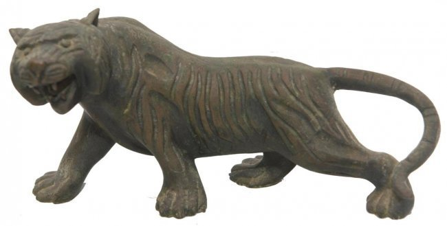19TH CENTURY HEAVY ASIAN BRONZE OF A TIGER