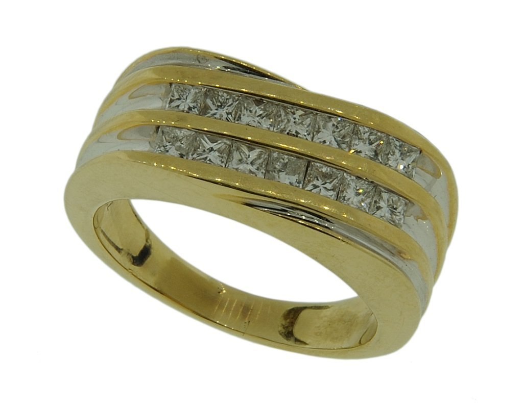 A GENTLEMAN'S 14KT YELLOW AND WHITE GOLD DIAMOND RING