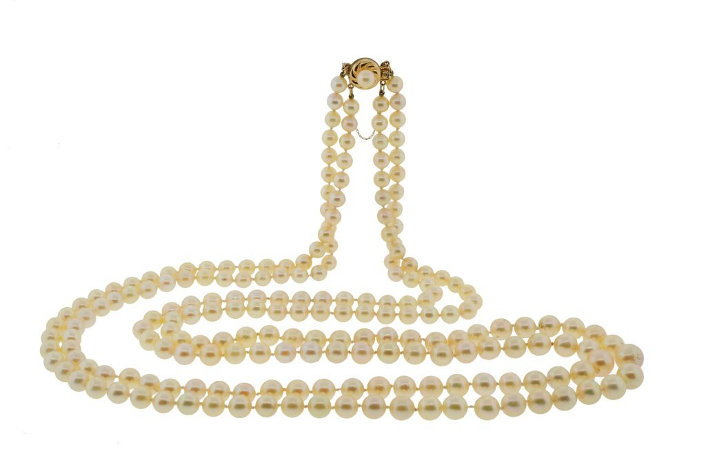 A VINTAGE DOUBLE STRAND PEARL AND 14KT YELLOW GOLD NECK