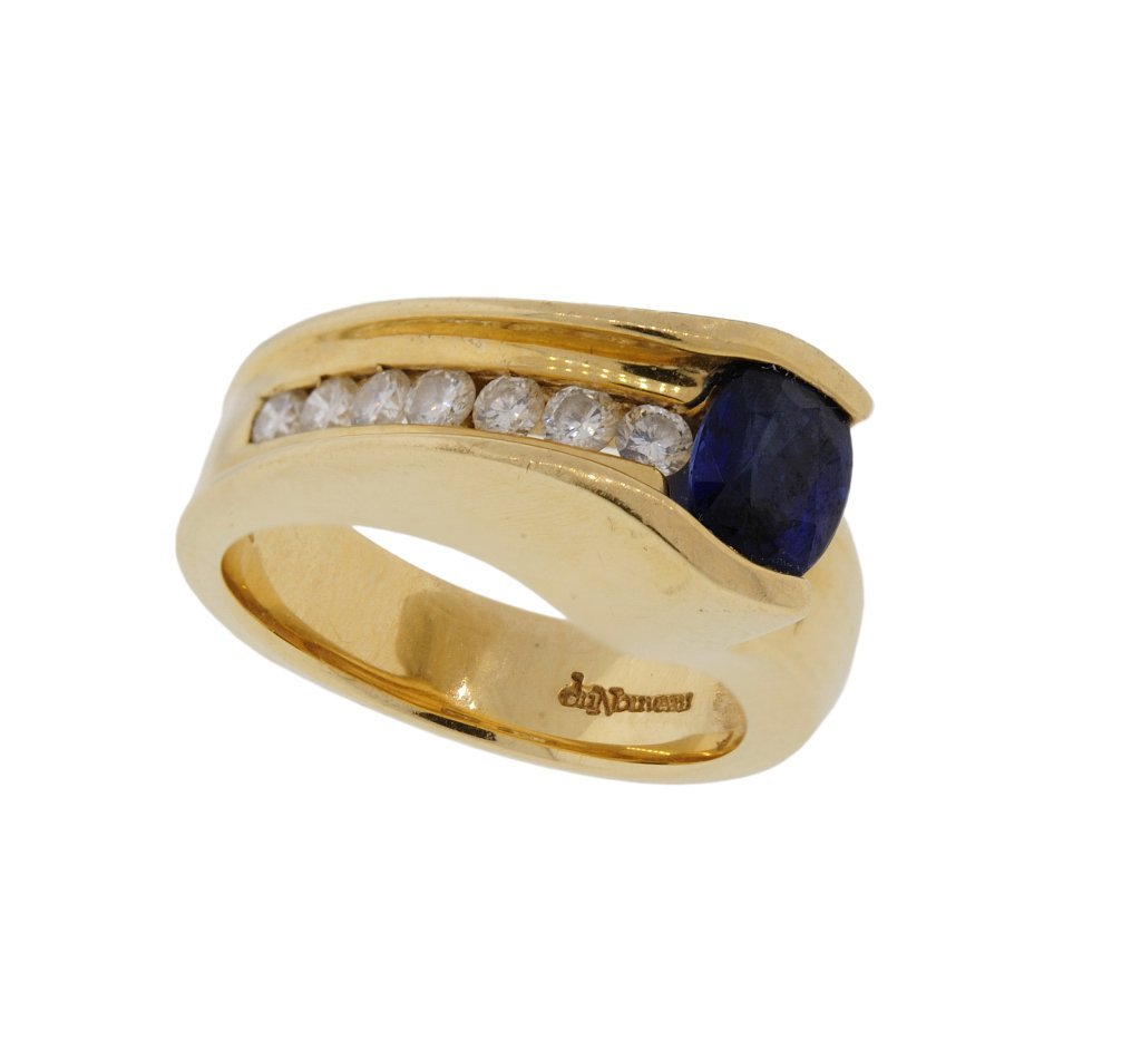 A 14KT YELLOW GOLD DIAMOND AND SAPPHIRE BAND