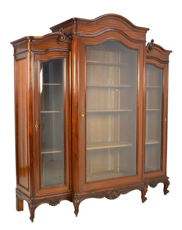 AN ANTIQUE LOUIS XV STYLE TRIPLE DOOR MAHOGANY BOOKCASE