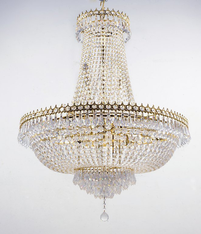 A NEOCLASSICAL STYLE GILDED BRASS AND CRYSTAL CHANDELIE