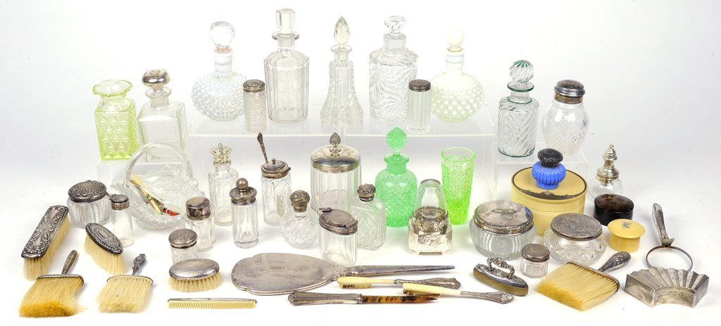 A COLLECTION OF LADIES VANITY ELEMENTS AND PERFUME BOTT