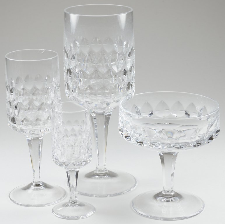 A COLLECTION OF VINTAGE GERMAN PEILL CUT CRYSTAL GLASSW