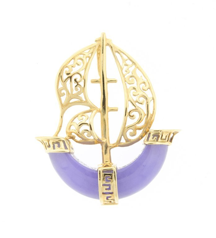 A 14KT YELLOW GOLD, LAVENDER JADE SAILBOAT PENDANT