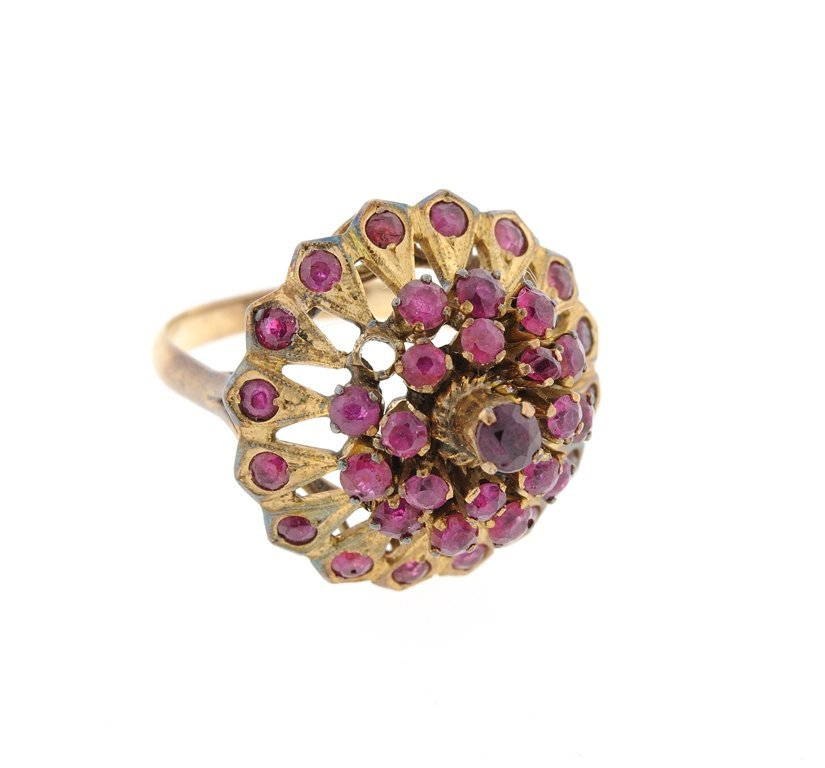 A YELLOW GOLD AND RED COLORED STONES RING