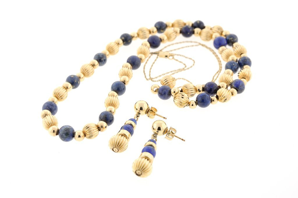 A LAPIS LAZULI AND YELLOW BEAD NECKLACE AND EARING SET