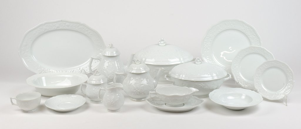 "A COLLECTION OF ""CERALENE"" HAWTHORNE LIMOGES DINNERWARE"