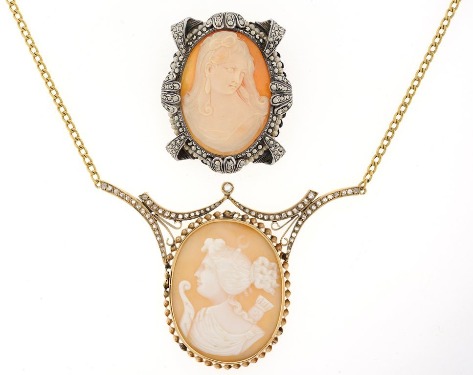 A 14KT YELLOW GOLD, SHELL AND PEARL CAMEO BROOCH AND