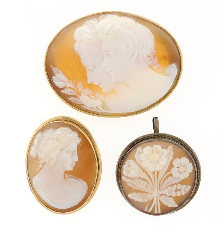 A TRIO OF SHELL CAMEO PINS AND PENDANT IN 14KT YELLOW