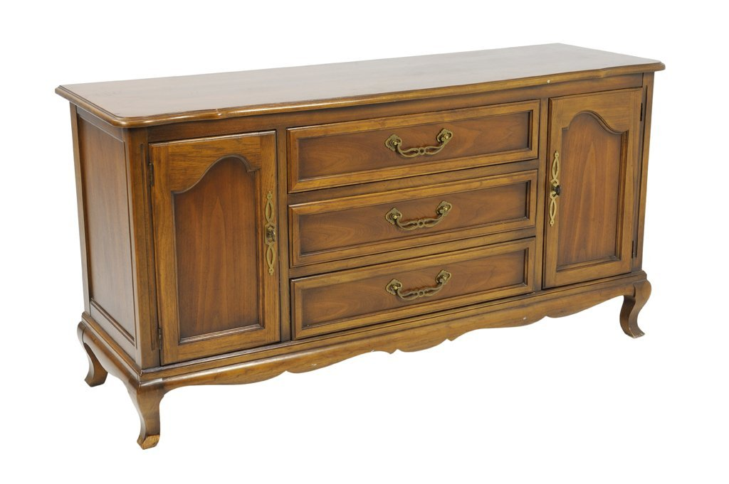A VINTAGE LOUIS XV STYLE DREXEL BUFFET WITH WALNUT