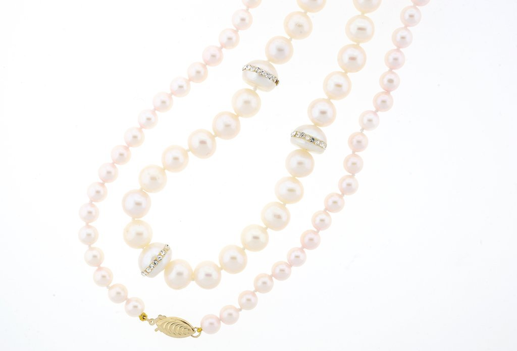 A GROUP OF TWO PEARL NECKLACES