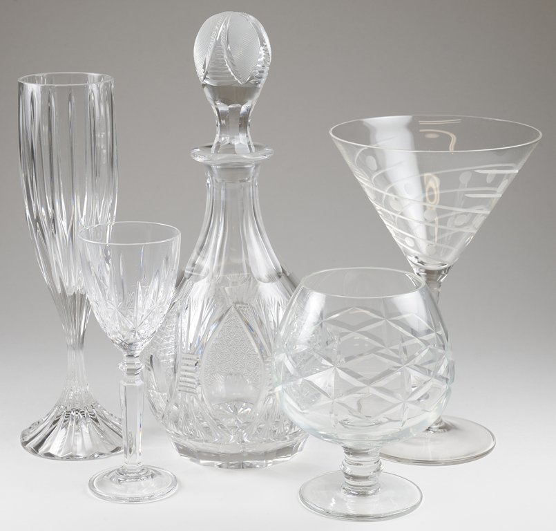 A COLLECTION OF VINTAGE CUT DRY BAR GLASSWARE