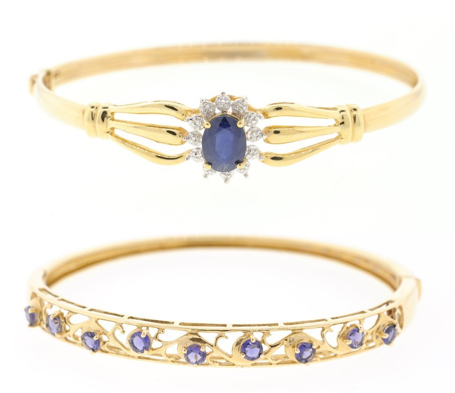 A SET OF TWO 14KT YELLOW GOLD BRACELETS
