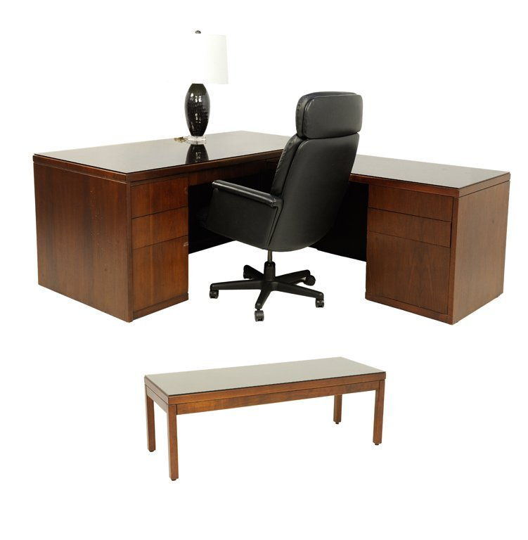 A MAHOGANY FINISH EXECUTIVE SUITE COLLECTION