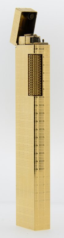 A GENTLEMAN'S GOLD PLATED LIGHTER WITH GEOMETRIC