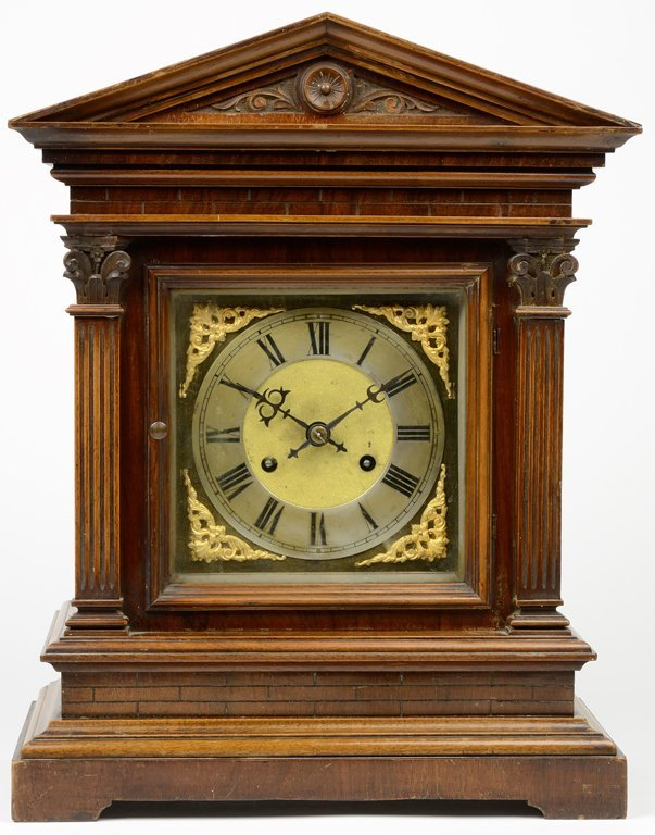 AN AMERICAN NEOCLASSICAL STYLE MANTEL CLOCK