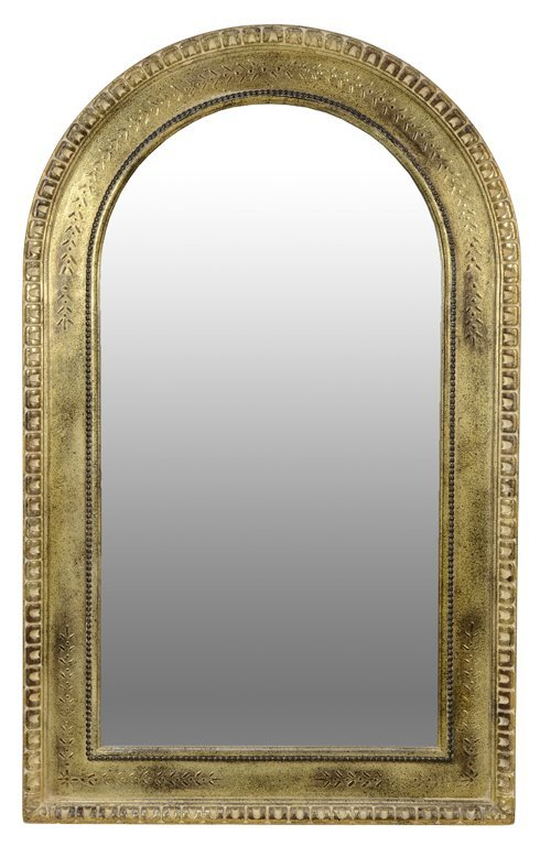 AN ARCHED GILT PAINTED DECORATIVE MIRROR WITH CARVED
