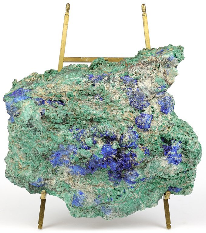 A BLUE AND GREEN ROCK FRAGMENT GEODE ON A STAND