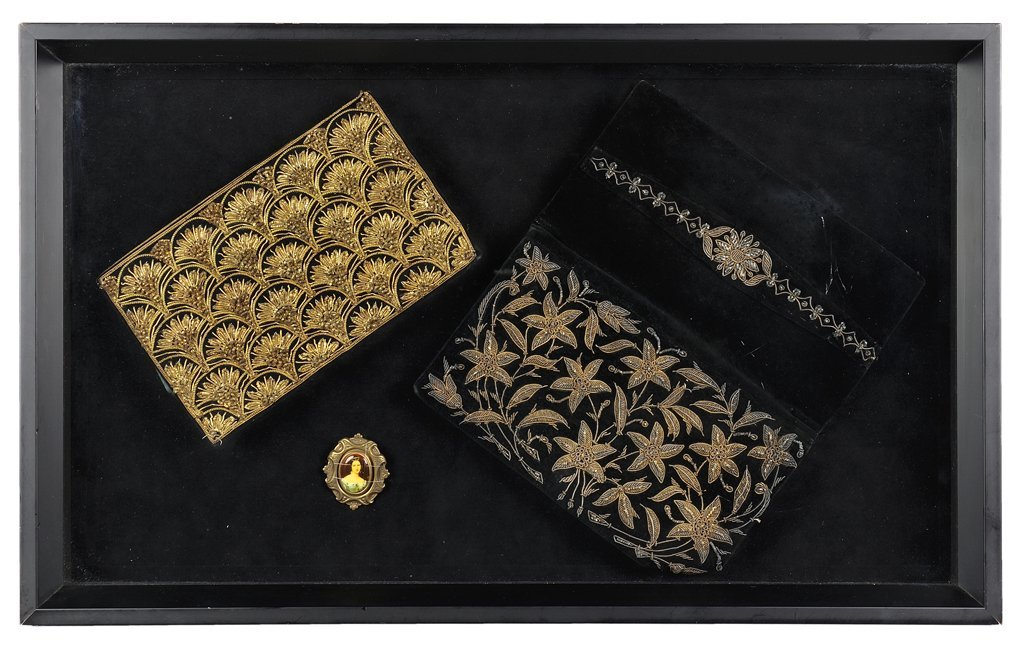 A COLLECTION OF ANTIQUE BEADED PURSES IN PRESENTATION