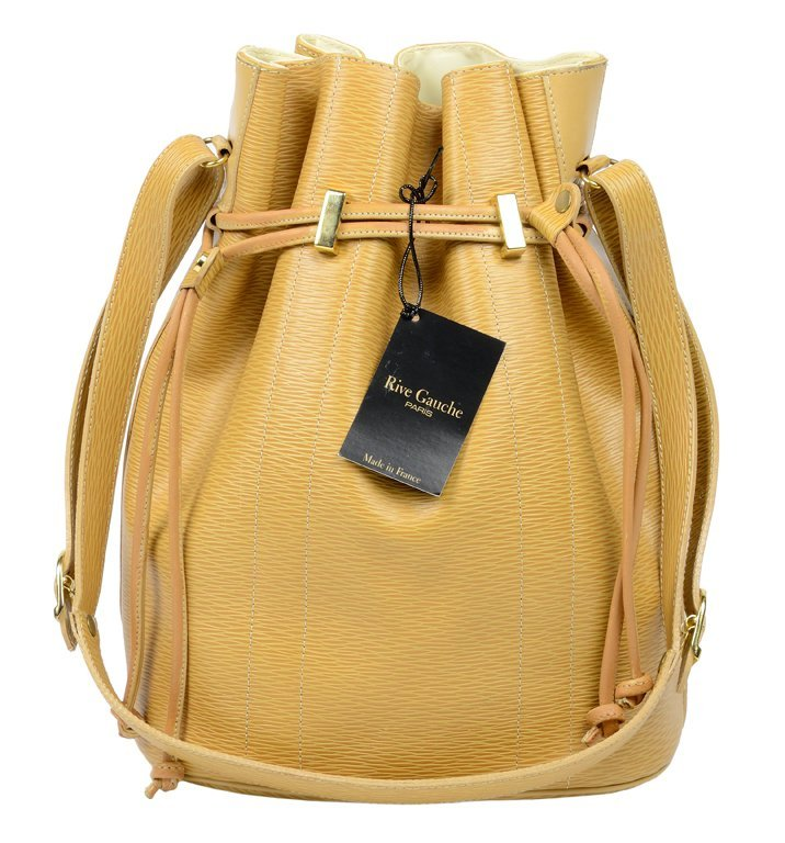 A PARISIAN LEATHER LADIES CINCH BAG IN HONEY-GOLD BY