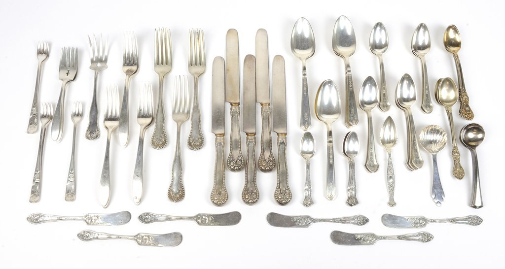 A COLLECTION OF ASSORTED STERLING SILVER & SILVERPLATE