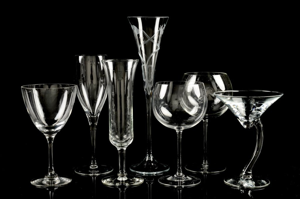 A FINE ENTERTAINMENT GROUPING OF CLEAR GLASS