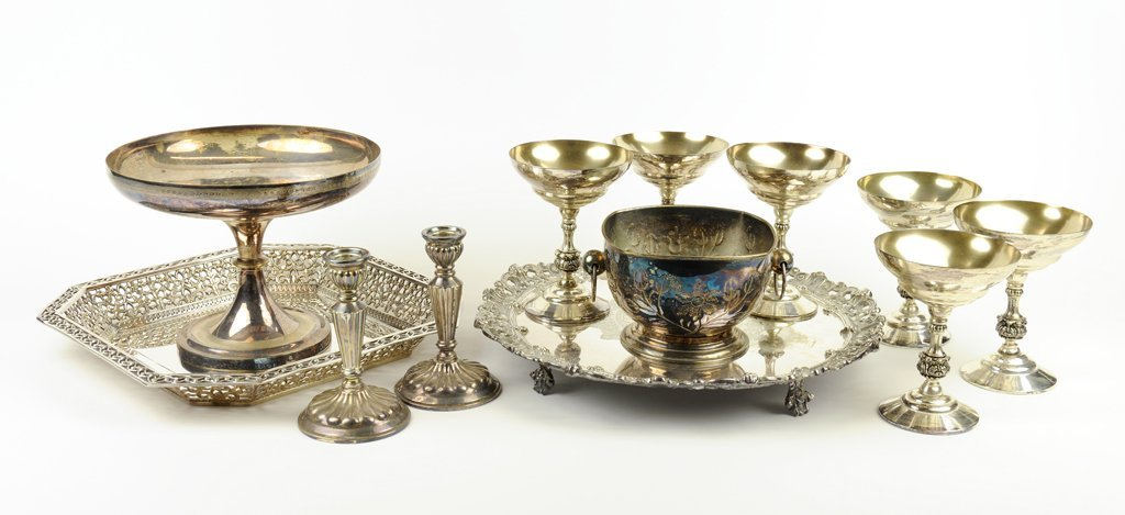 A TWELVE PIECE SILVER PLATE COLLECTION