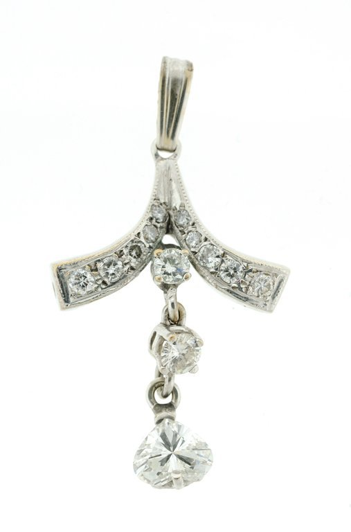 A 14KT WHITE GOLD AND DIAMOND PENDANT
