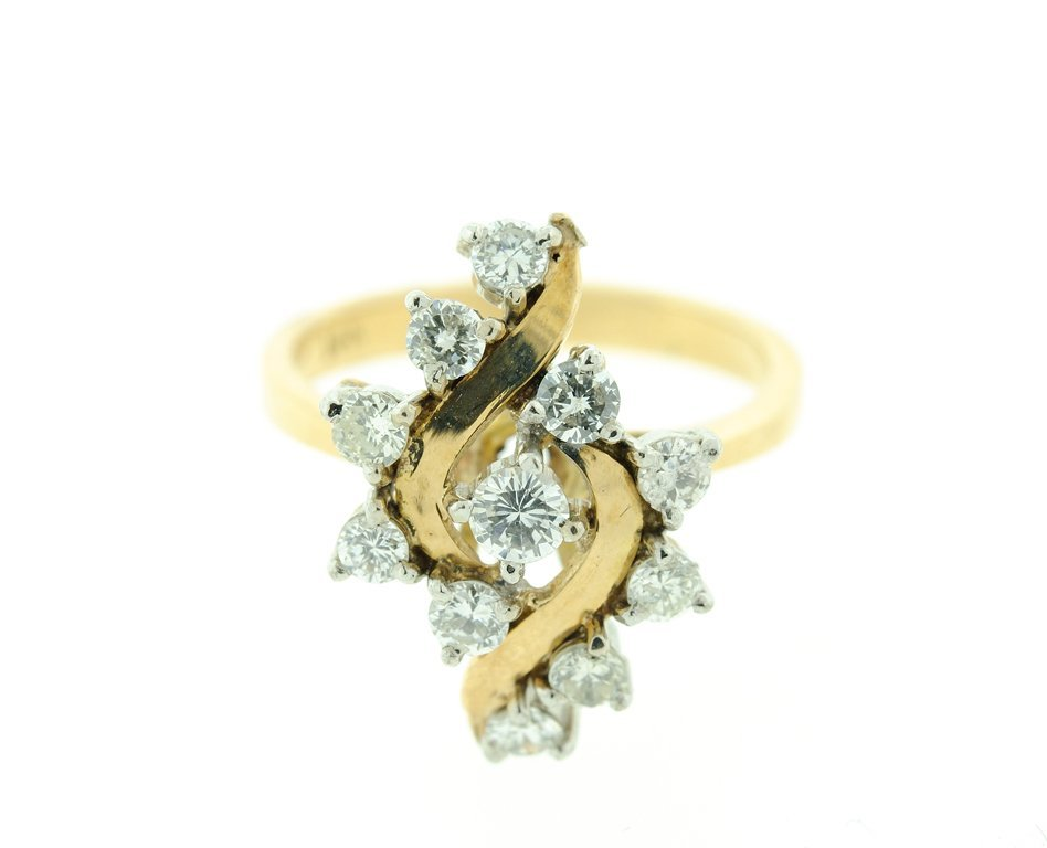 A LADIES 14K YELLOW GOLD AND DIAMOND RING