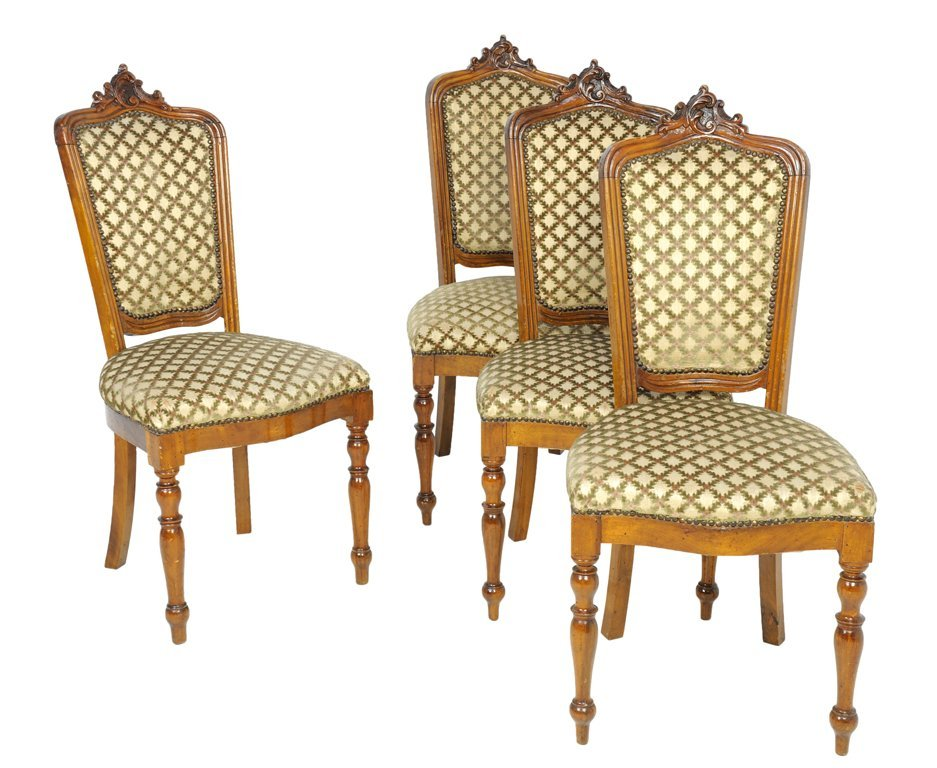A SET OF FOUR ITALIAN ROCOCO STYLE WALNUT SIDE CHAIRS