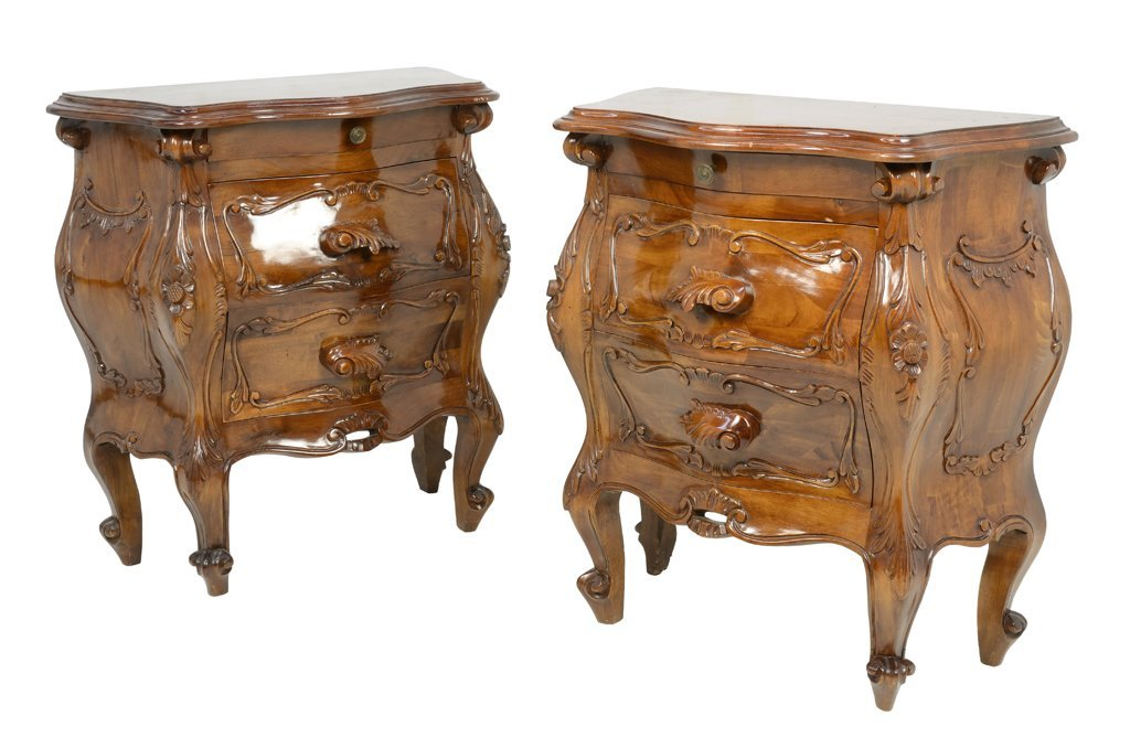 A PAIR OF ITALIAN ROCOCO STYLE WALNUT BEDSIDE CHESTS