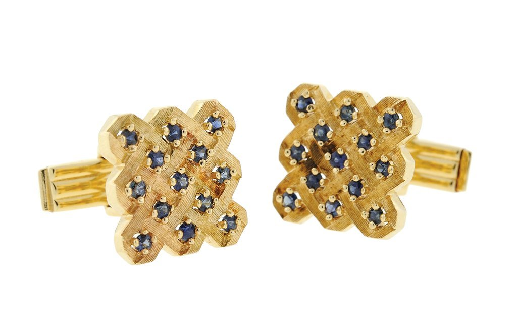 A PAIR OF 14 KARAT GOLD AND BLUE SAPPHIRE CUFFLINKS