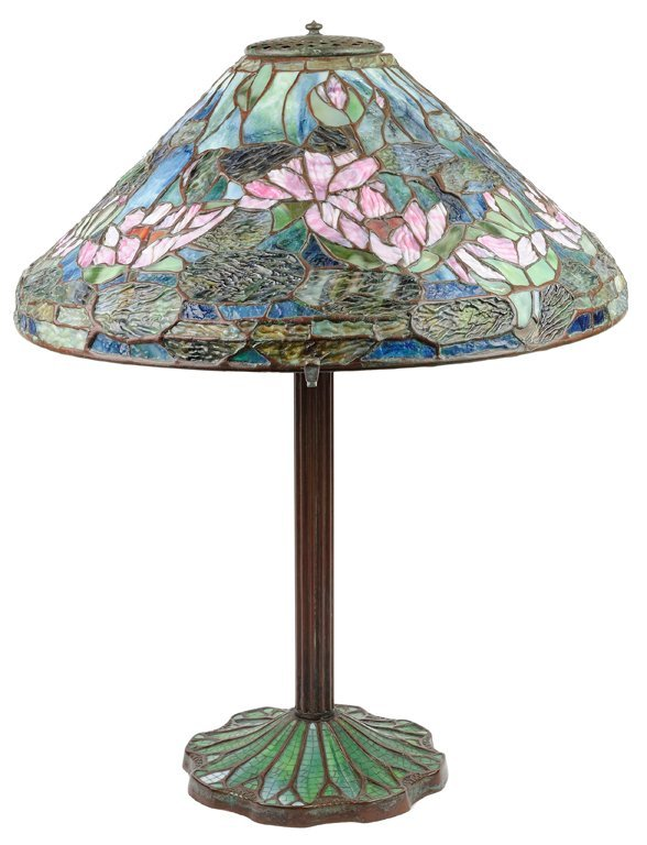 AN ART NOUVEAU STYLE LEADED GLASS WATER LILY TABLE LAMP