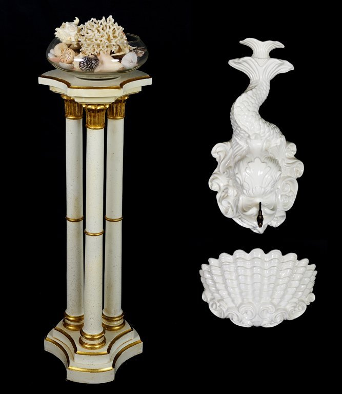 A COLLECTION OF DECORATIVE ARTICLES