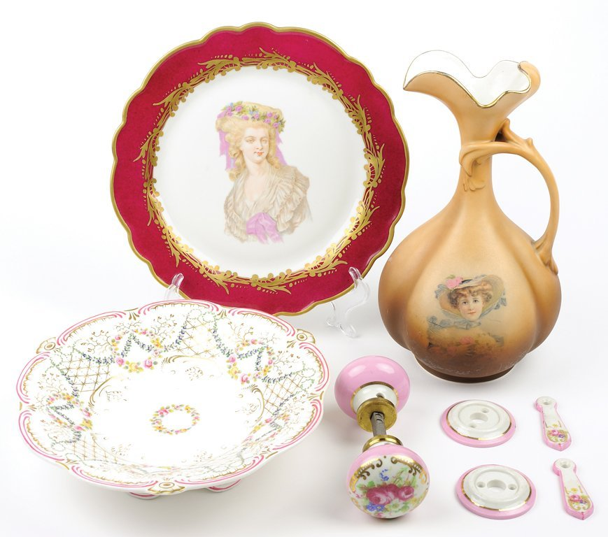 A GROUP OF ENGLISH AND CONTINENTAL PORCELAINS 8 pieces