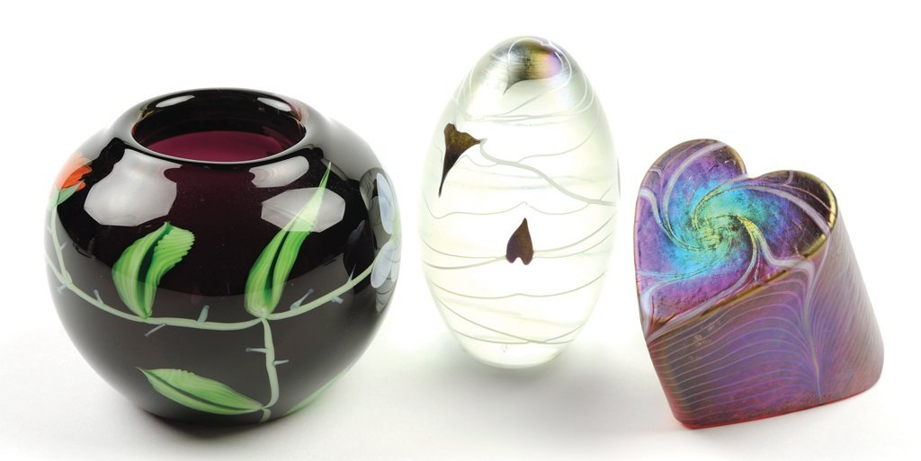 A GROUP OF ART GLASS PIECES 3 pieces total.