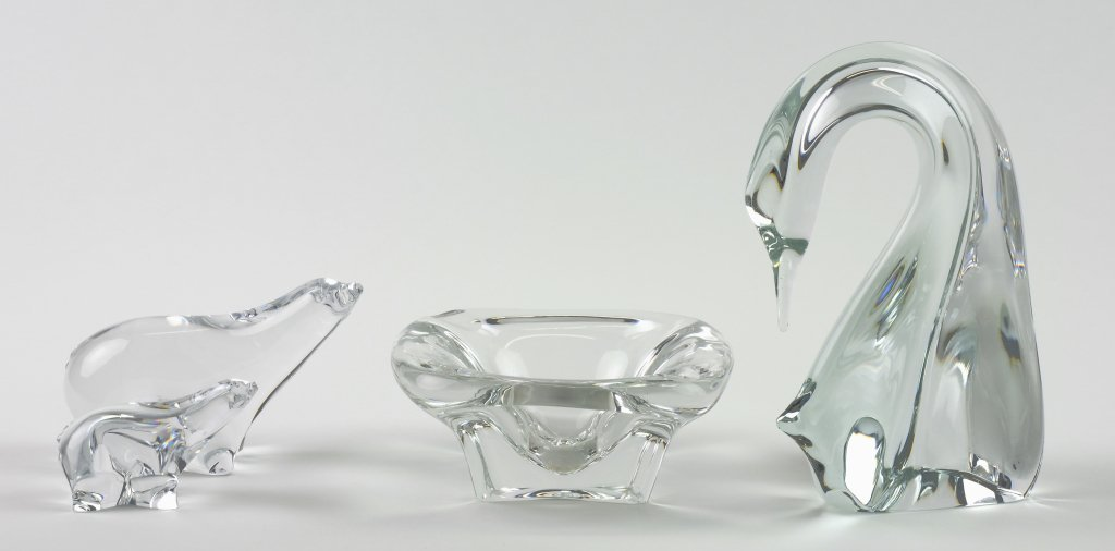 AN ASSEMBLED GROUP OF FOUR CRYSTAL ARTICLES