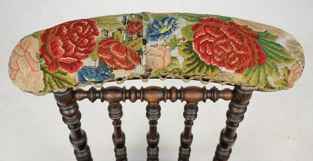 A FRENCH UPHOLSTERED PRIE DIEU - 2