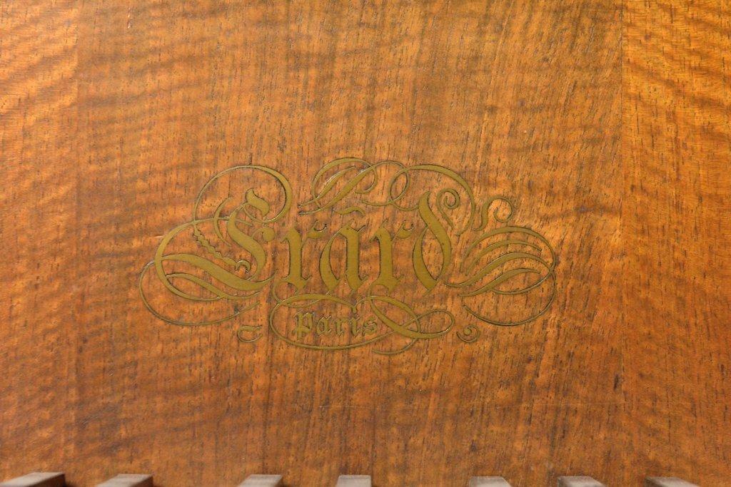 A FRENCH ERARD LOUIS XV STYLE GRAND PIANO - 7