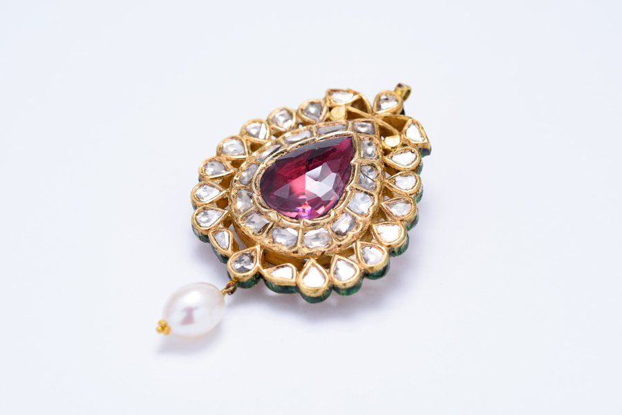 A VINTAGE MUGHAL TWO-SIDED DIAMOND AND RUBELLITE