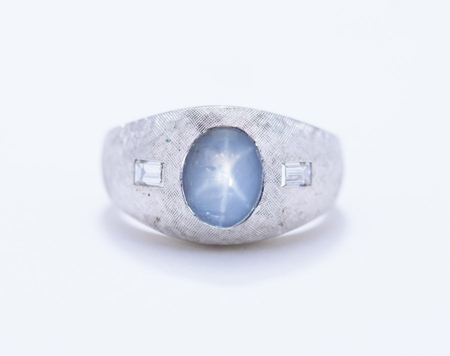 A WHITE GOLD BLUE STAR SAPPHIRE RING