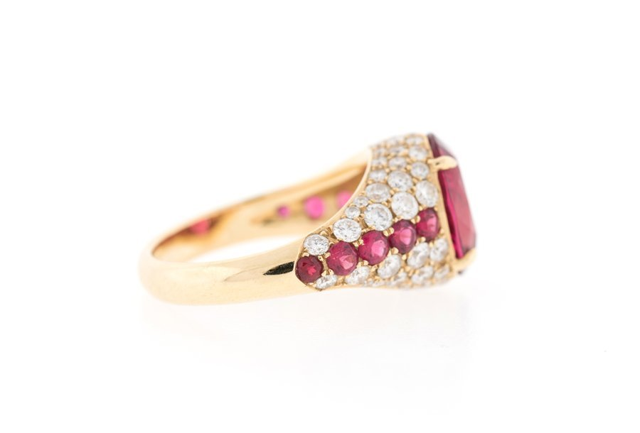 AN ORANGE-RED SPINEL AND DIAMOND RING - 2