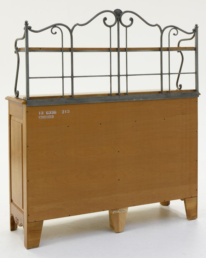 AN ETHAN ALLEN SIDEBOARD WITH IRON DISPLAY RACK - 3
