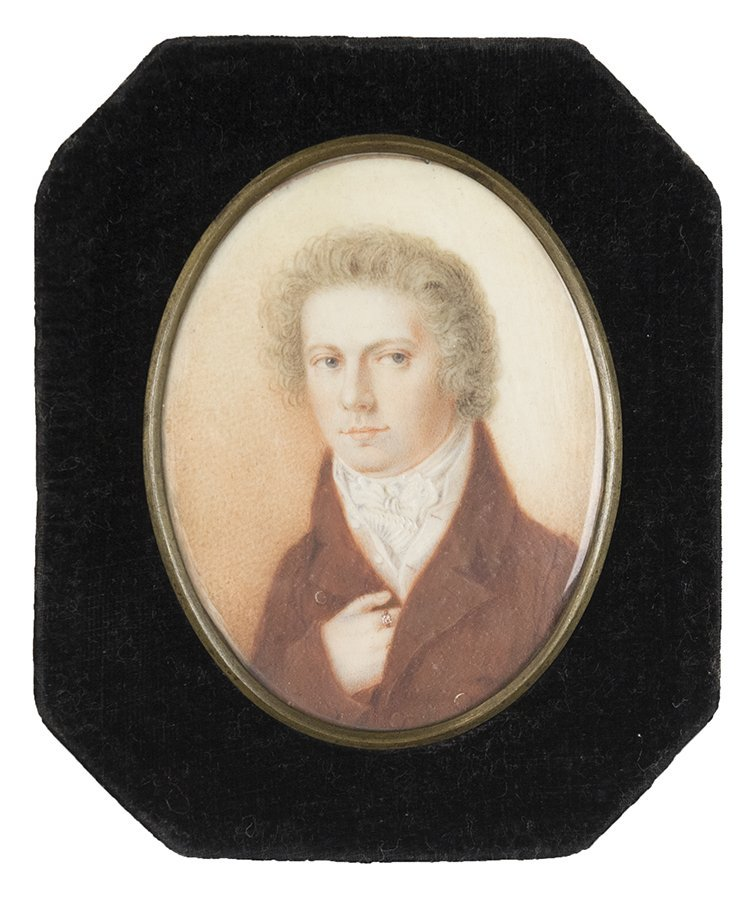 A SMALL PORTRAIT OF A GENTLEMAN ON IVORY RESIN